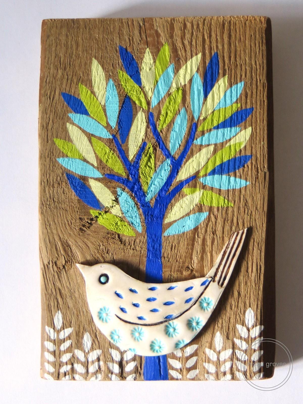 Bird in tree on wood